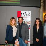 Benedetta Gargiulo Morelli e Valina Geropanta con uno dei professori